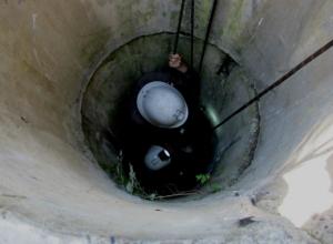 Молодой мужчина провалился на девятиметровую глубину в колодец в Ростовской области
