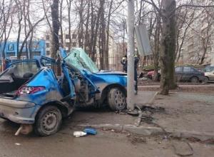 Пьяная ростовчанка на машине врезалась в светофор