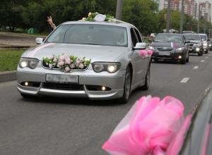 Охамевший от счастья свадебный кортеж устроил стрельбу из автоматов в Ростове