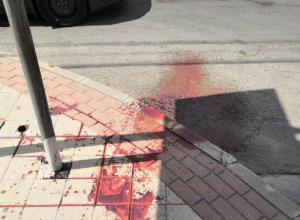 Мужчина бился головой об асфальт, резал себя и заливал кровью асфальт в Ростове