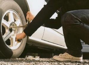 Молодой полицейский попался на краже колес с дорогого автомобиля в Ростове
