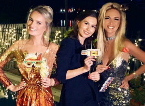 Знаменитая блондинка Виктория Лопырева «экстраординарно» встретила 2017 год с подругами на курорте