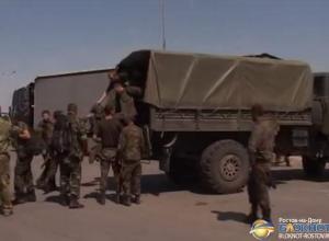 Семнадцать украинских военных, попросивших убежища в России, вернулись на родину. Видео