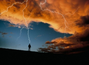 25-летнюю беременную девушку убила молния в Ростовской области