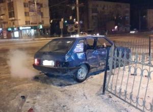 В Ростове ночью на проспекте Нагибина столкнулись «девятка» и Kia Sportage: 2 пострадали