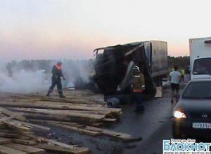 В Ростовской области после столкновения загорелись 2 грузовика: 1 человек погиб
