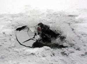 Рыбак провалился под лед реки в Ростовской области и утонул