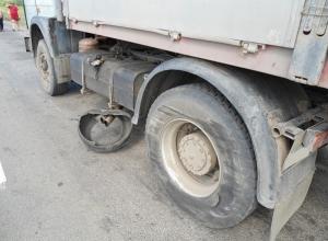 На трассе в Ростовской области столкнулись «Киа Спектра» и МАЗ: двое погибли