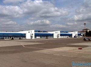 В Ростове самолет выкатился за пределы взлетно-посадочной полосы