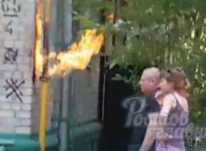 Пылающий газовый факел на фасаде жилого дома в Ростове попал на видео