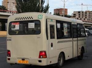 Громко хохоча, водитель «последней» маршрутки выгнал пассажиров из салона в Ростове