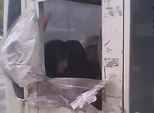Маршрутку с выбитым стеклом вместо кондиционера саркастически высмеяли жители Ростова