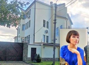 Дочь мэра Ростова-на-Дону могут выселить из трехэтажного особняка