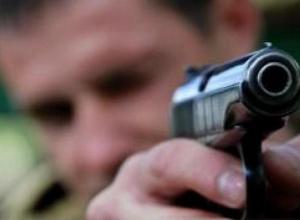 В центре Ростова-на-Дону пьяный мужчина стрелял в полицейских