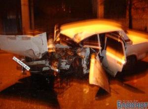 В Таганроге водитель на «пятерке» влетел в электроопору, авто не подлежит восстановлению