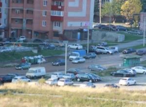 В Ростове из-за порыва трубопровода затопило улицу Орбитальную. Фото
