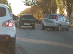 Жесткое массовое ДТП блокировало движение на трассе под Ростовом