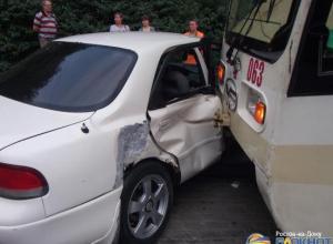 В Ростове-на-Дону трамвай протаранил «Мазду»