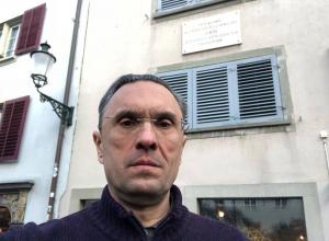 Сбежавший из России ростовский депутат-коммунист путешествует по ленинским местам в Швейцарии