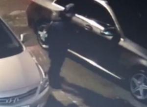 «За такое сажают»: девушка пригрозила юноше, «попавшему» в камеру видеонаблюдения в Ростове