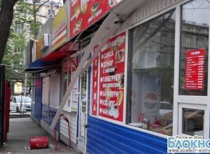 В центре Ростова в ларьке с шаурмой произошел взрыв: 2 пострадали