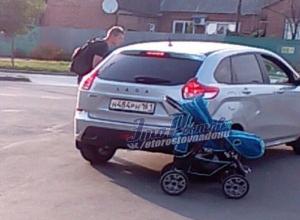 Наехавший на коляску с ребенком автовладелец обвинил родителей в шантаже и уехал в Ростове