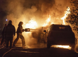 Припаркованный у обочины Lexus вспыхнул как факел и сгорел дотла в Ростове
