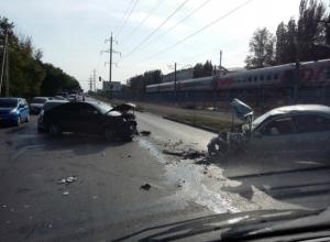 Трое мужчин получили серьезные травмы в массовом ДТП на встречке по улице Нансена в Ростове