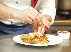 Открой для себя новогодние рецепты от шеф-поваров лучших ресторанов Ростова-на-Дону