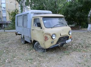 Брошенный автомобиль УАЗ на Добровольского «ищет» хозяина