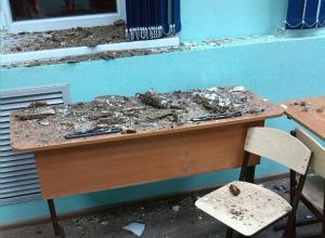 Ученики выбирались из-под рухнувшего потолка в школе Ростова