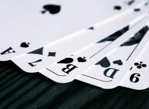 Покерный клуб в Ростове замаскировали под салон ритуальных услуг