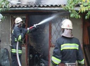 Отчаянный борец с сухостоем спалил соседский дом со всеми припасами в Ростовской области