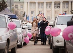 Впервые «хорошие девочки» устроили розовый автопробег по центру Ростова