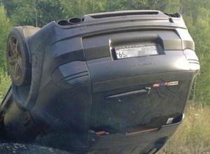 В Ростовской области на трассе перевернулся «Порш Кайен»: 18-летний водитель и пассажир госпитализированы