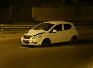 Брошенной после ДТП иномаркой перегородил шоссе по встречке трусливый водитель под Ростовом