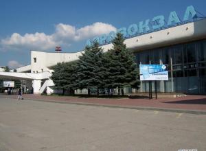 Пассажиров самолета, совершившего в Ростове аварийную посадку, отправят в Москву другими рейсами