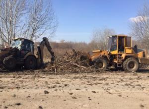 Генеральную расчистку с вывозом ста тонн мусора устроили на левом берегу Ростова