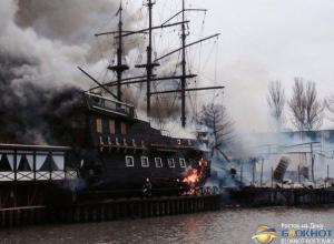 Фото и видео с места пожара ресторана «Петровский причал»