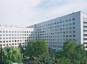 В ростовской больнице 2-летняя девочка выпала из окна 9-го этажа, вырвавшись из рук