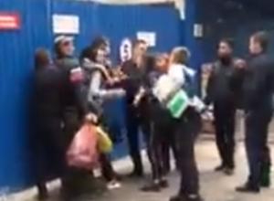 Спровоцированный женщиной с ножом массовый мордобой на рынке Ростова попал на видео