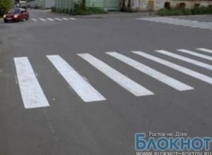 В Ростове девушка-водитель сбила мать с ребенком на пешеходном переходе