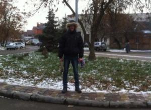 В Ростове мужчина с топором разбил несколько машин и кидался на прохожих. Видео