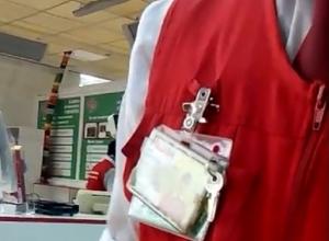 Покупатель отбился от наглых охранников в ростовском «Ашане» на видео
