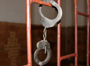 Хранившего наркотики полицейского уволили со скандалом в Ростове