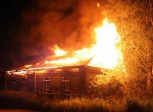В Ростовской области пожарные спасли из горящего дома восемь детей и их родителей