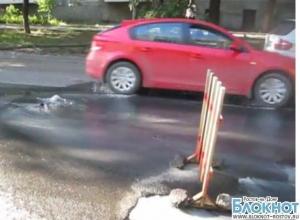 В Ростове из-за очередной коммунальной аварии образовалась пробка. Видео