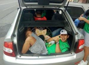 В «резиновом» ростовском такси уехали в закат восемь веселых мексиканцев