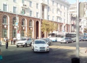 Работников здания администрации эвакуировали в Ростове из-за сообщения о заминировании