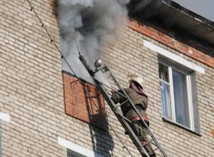 Женщина серьезно отравилась дымом во время пожара в четырехэтажном доме в Ростове